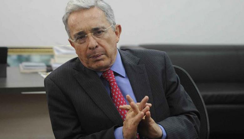 Twitter borra trino de Álvaro Uribe Vélez
