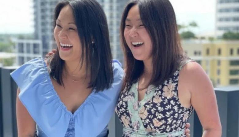 Gemelas surcoreanas idénticas separadas al nacer se reencuentran en Florida