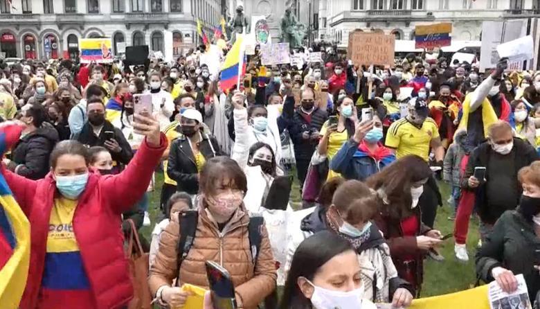 Colombianos protestan frente al Parlamento Europeo contra represión de Duque