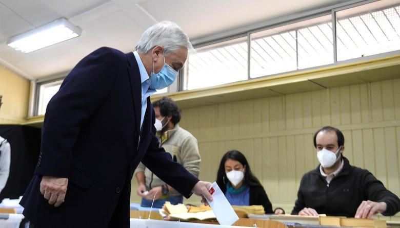 Chilenos acudieron a las urnas en completa calma