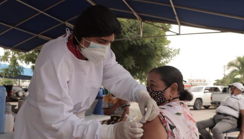 En Riohacha hay puntos móviles de vacunación