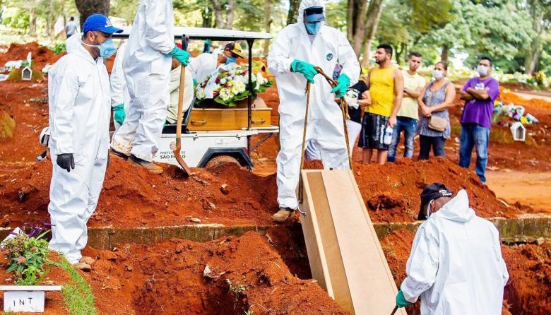 Brasil roza las 450 mil muertes por covid