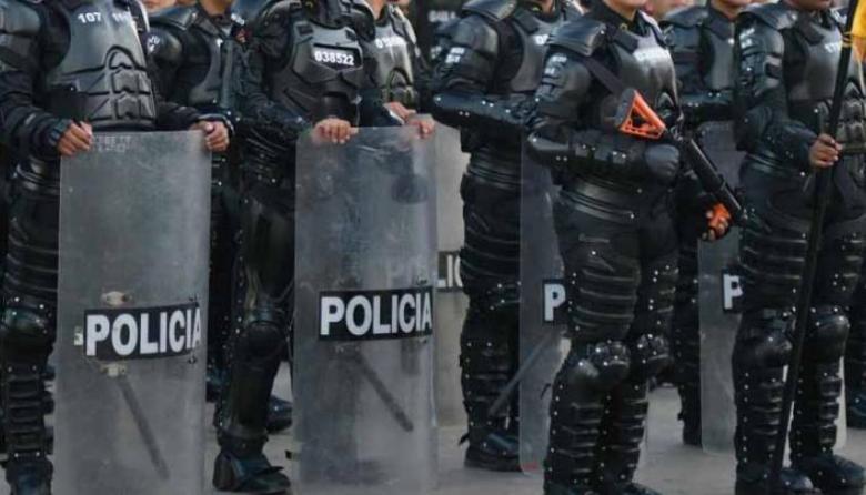 Rechazan ataque a agente del Esmad con bomba incendiaria