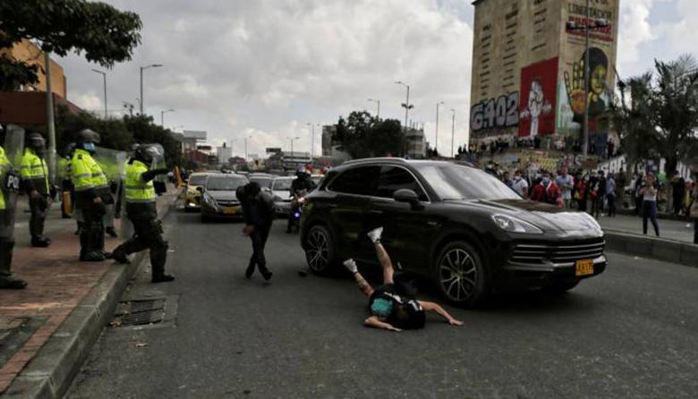 Polémica por lujosa camioneta que atropelló a manifestante