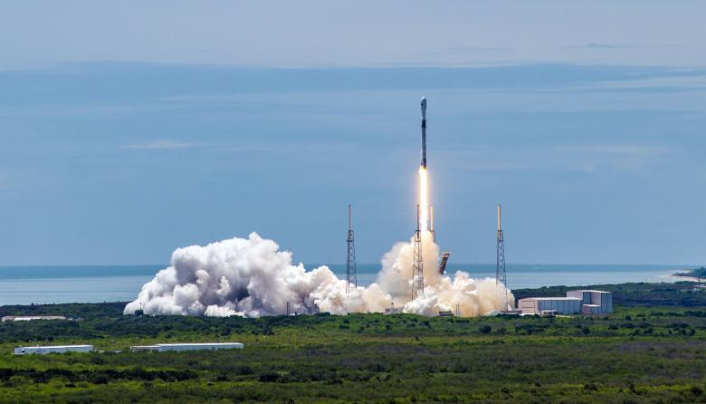 SpaceX lanza satélite de seguridad nacional de EE.UU. con cohete reciclado