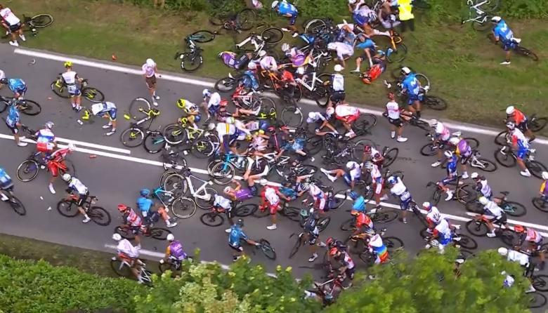 La primera etapa del Tour de Francia estuvo marcada por los accidentes