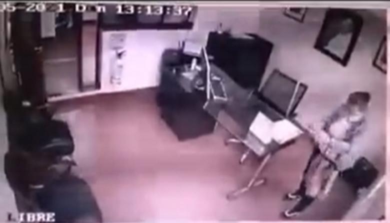Supuesta feligrés entro a una iglesia en Bogotá y robó mientras estaban en misa