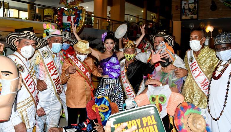 Valeria Charris recibió homenaje de Reyes Momo