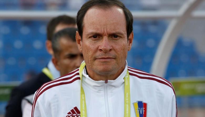 Ordenan arresto de exseleccionador venezolano acusado de abuso por jugadoras