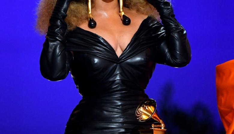 Los 'outfits' que engalanaron la ceremonia de los Grammy