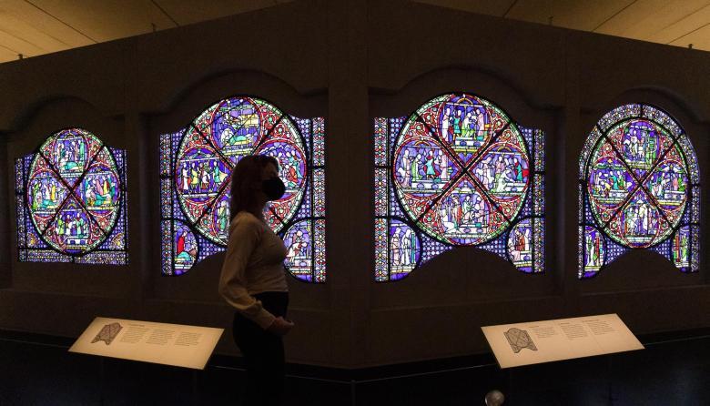 Museo británico celebra los 800 años de su vitral más famoso