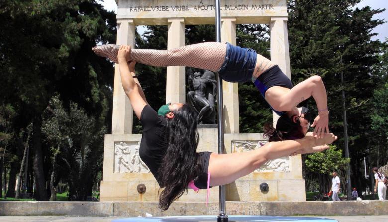 Bailarines de Poledancing se une a protestas en Bogotá