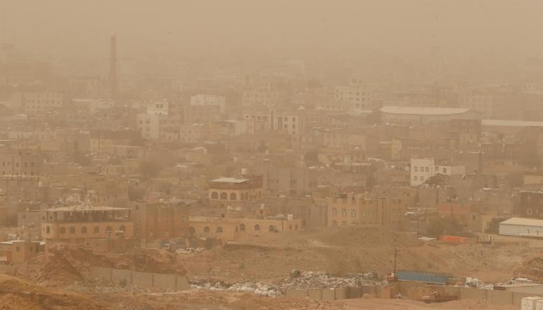 Tormenta de arena cubre la capital Saná, en Yemen