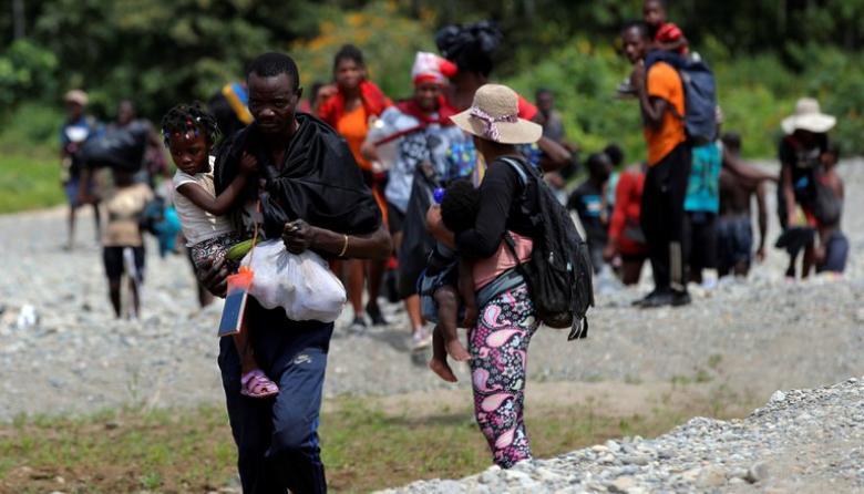 Migrantes africanos en la frontera con Panamá| columna de Néstor Rosania