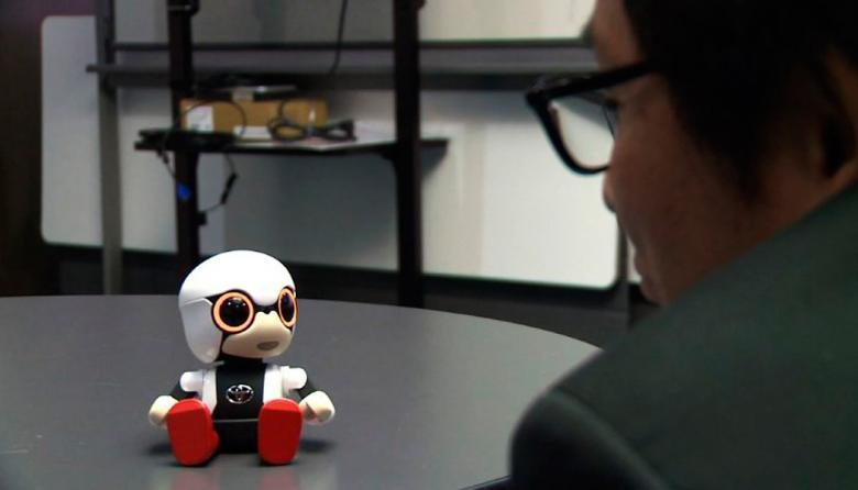 En video | Presentan robot parlante para acompañar humanos