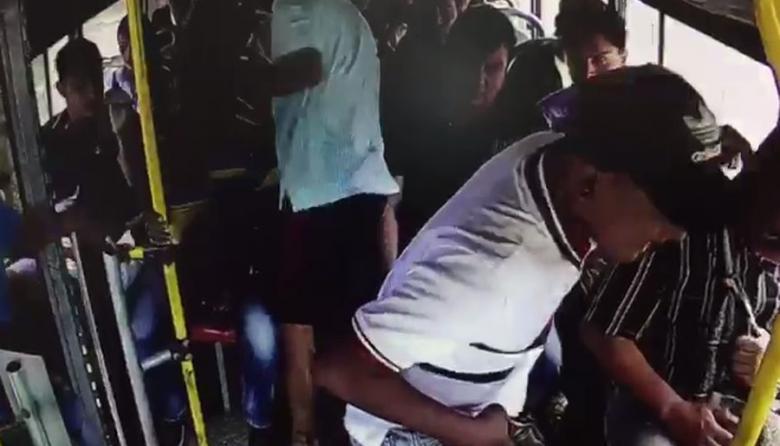 Tres hombres atracan bus de Sobusa: un pasajero herido
