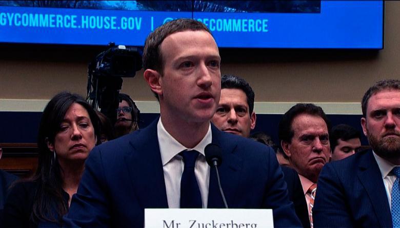 Mark Zuckerberg defiende el modelo económico de Facebook