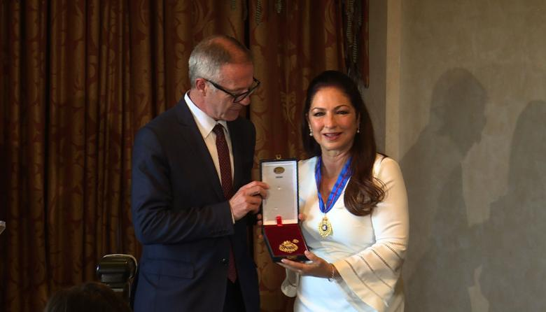 Gloria Estefan recibe Medalla en Bellas Artes en España