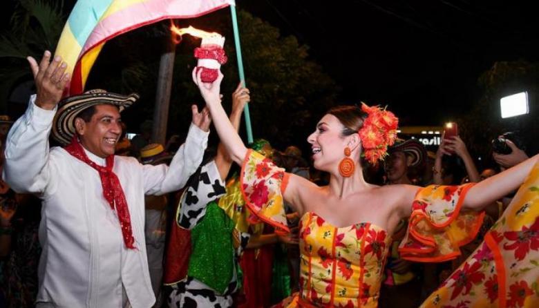 En video | Así se prepara el Rey Momo Freddy Cervantes para adentrarse en la Ciudad Dorada