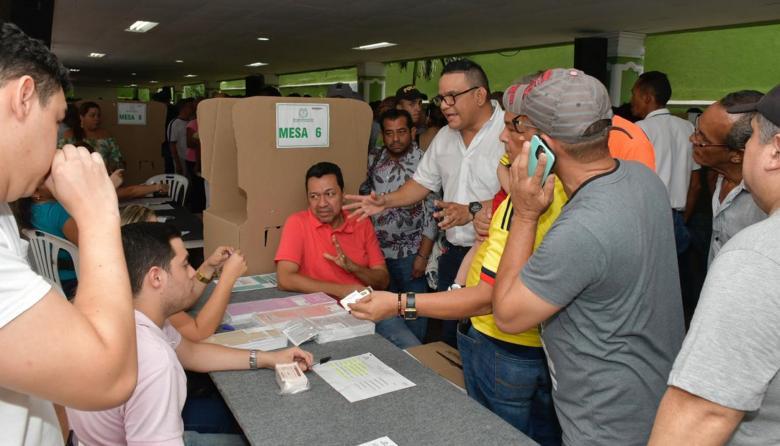 Suspenden jornada de votación en el Colegio Colón por falta de tarjetones