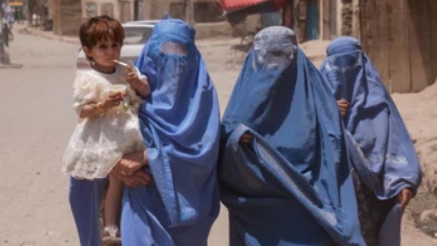 Afganistán: las mujeres, los niños y las niñas  columna de Fabrina Acosta