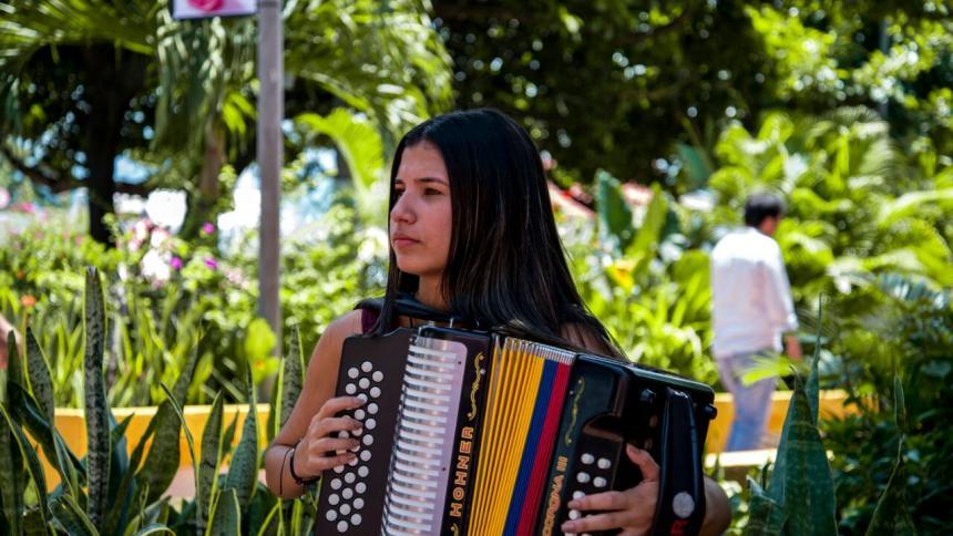 La acordeonera sabanalarguera Loraine Lara Mercado.