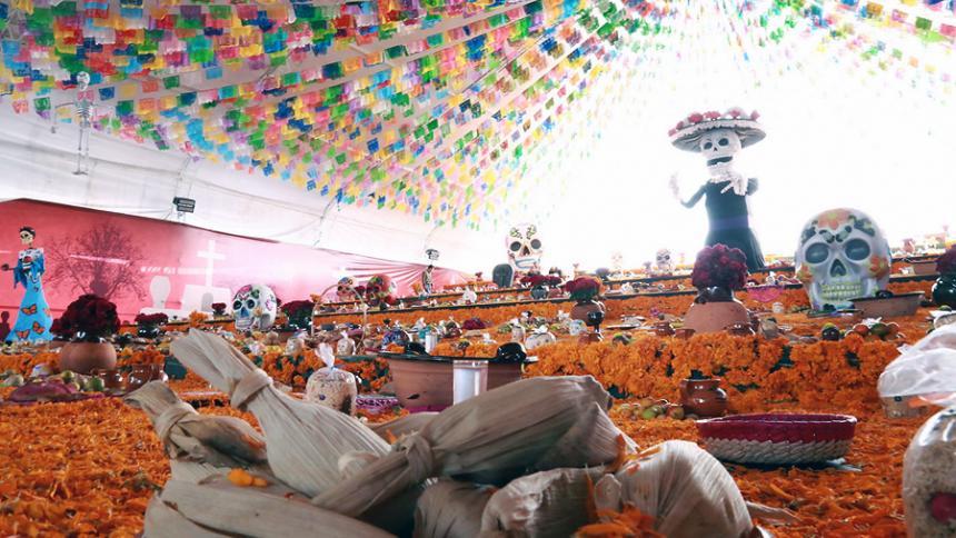 Los mexicanos se preparan para celebrar el Día de Muertos