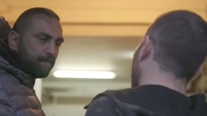 El salvaje cabezazo de un mafioso a un periodista italiano