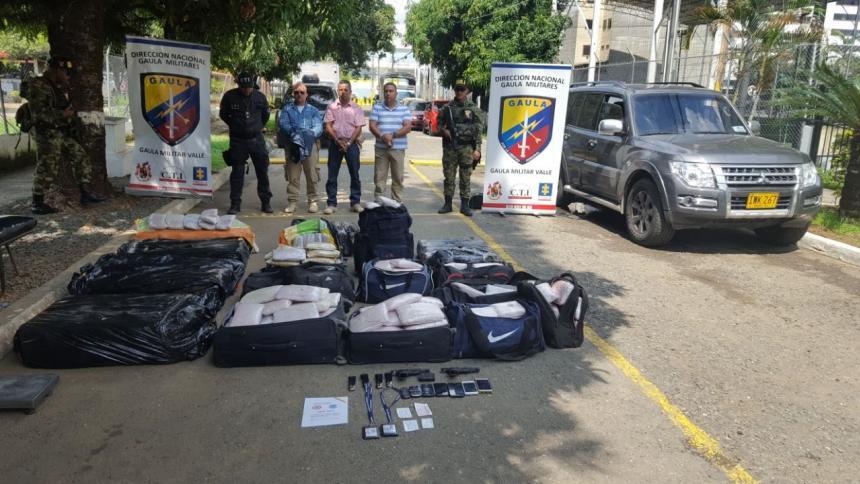 Capturan a 3 agentes de la UNP que transportaban 374 kilos de marihuana en camioneta oficial