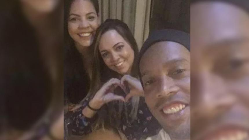 Ronaldinho desmiente rumores de boda con dos mujeres
