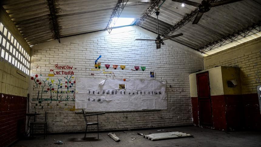 Padres de familia exigen reparar daños en colegio en Soledad