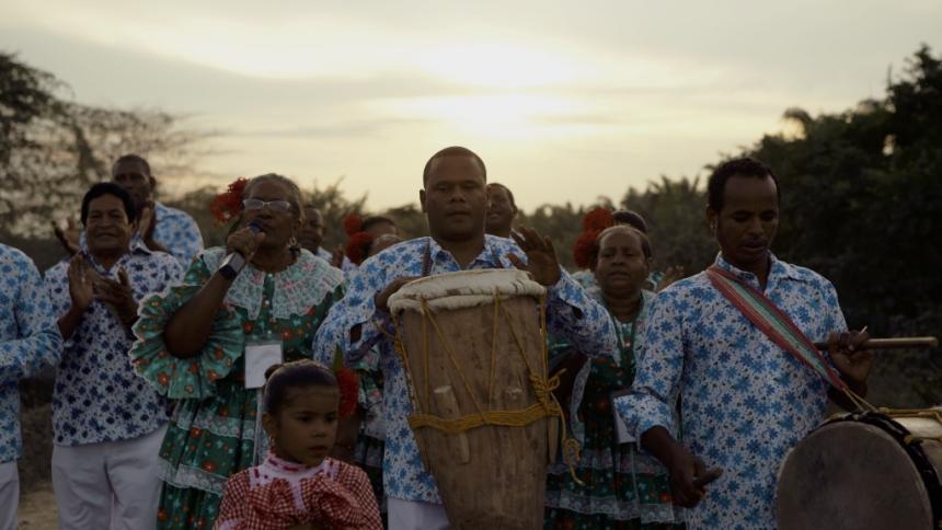 Diálogo sobre el chandé y la cumbia, antes del bembé en la Noche del Río