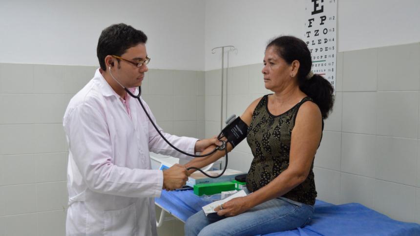 Un paciente recibiendo atención médica.