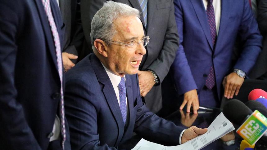 Uribe presenta proyecto para acabar con 'mermelada' parlamentaria