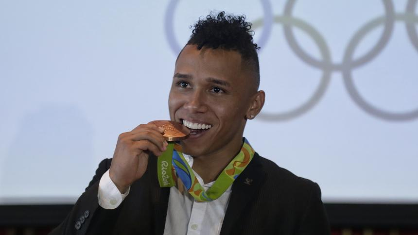 Luis Javier Mosquera recibe bronce olímpico tras dopaje de Izzat Artykov