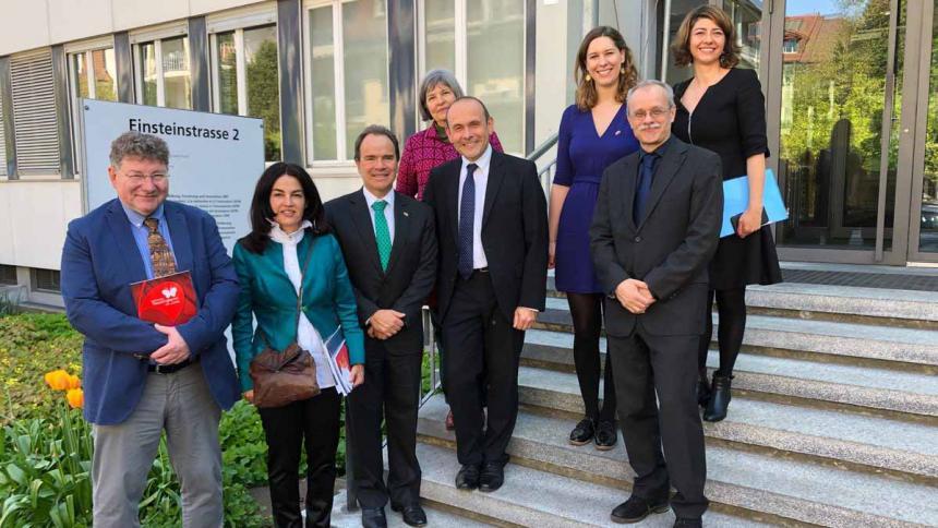 Jóvenes científicos del país se podrán formar en Suiza