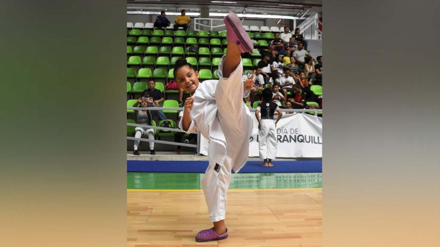 ¡A jugar se dijo!   María José es la  pequeña karateka de La Concepción