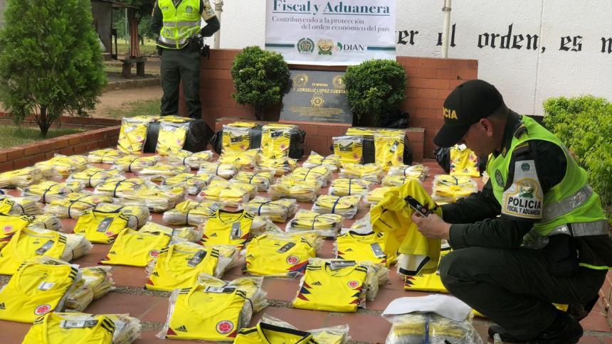 Cae cargamento de camisetas falsas de la selección Colombia