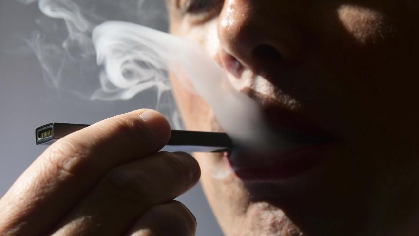 Esto dicen los estudios sobre los riesgos de vaporear