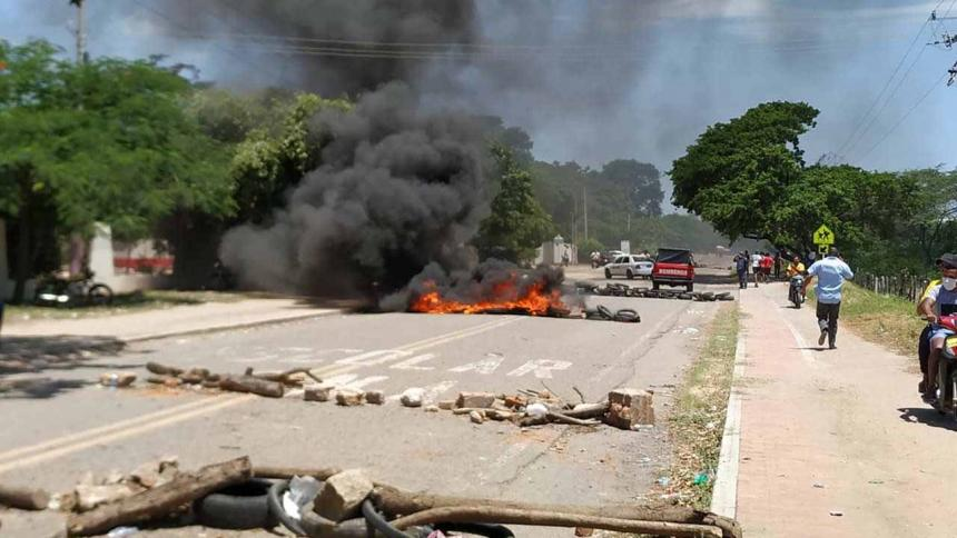 Primer día de paro en La Guajira terminó en asonada