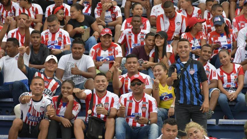 Junioristas en la tribuna del Metropolitano.
