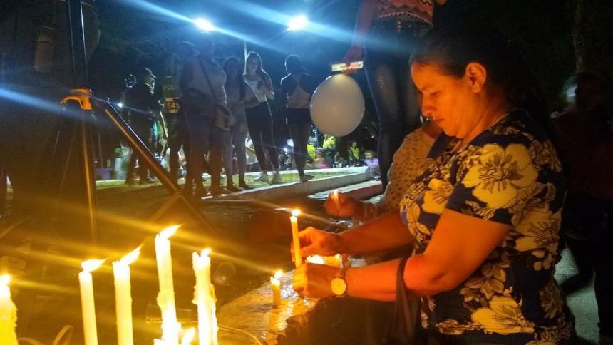 Familiares y amigos de la menor asesinada hicieron una vigilia.