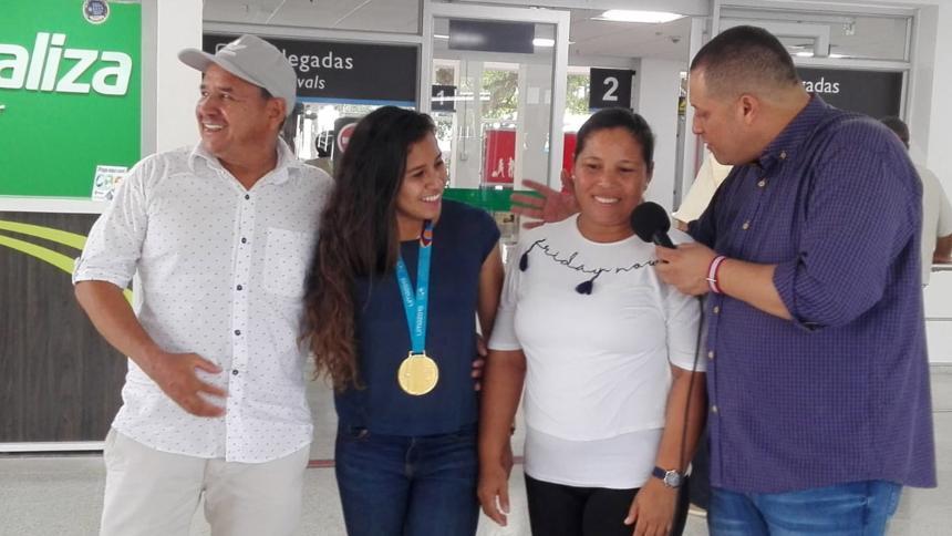 En video | Fiesta en Lorica por llegada de la campeona Leicy Santos