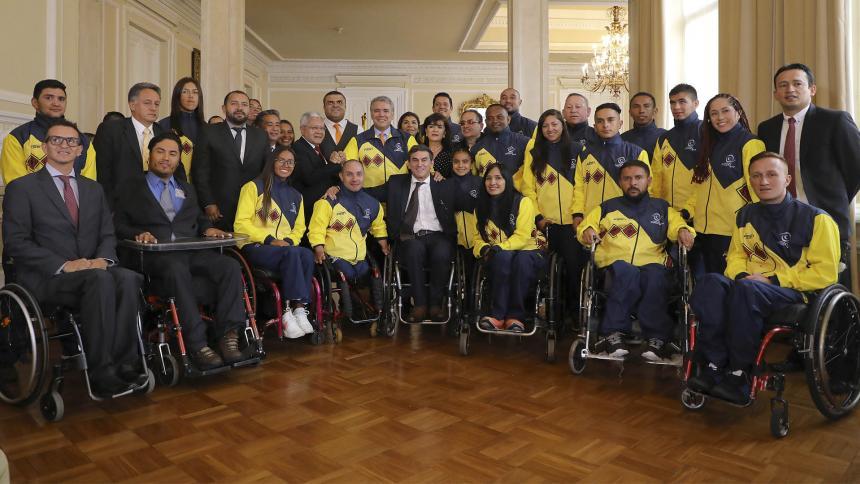 Delegación Parapanamericana de Colombia recibe pabellón nacional