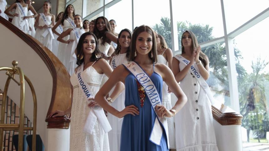 La actual Señorita Colombia, Gabriela Tafur, junto a las candidatas al título de este año.