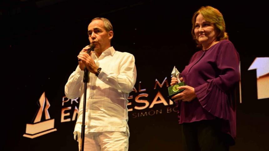 El premio fue recibido por la presidenta de la Junta Directiva de Expreso Brasilia, Stella Guarín, y el Gerente General, Ángel Conde.