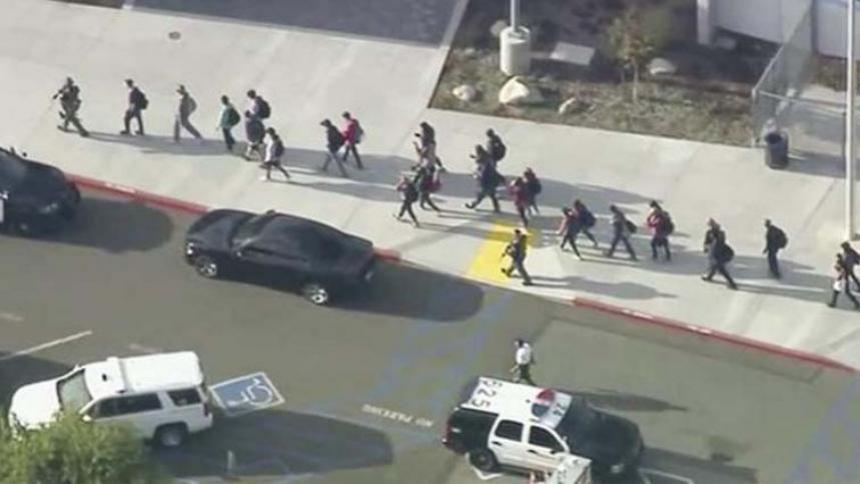 Policía de EEUU busca comprender los motivos del autor del tiroteo de Los Ángeles