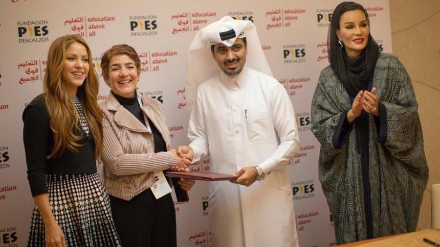Shakira con Patricia Sierra (Pies Descalzos), el exemir Hamad bin Khalifa y Sheikha Moza bint Nasser.