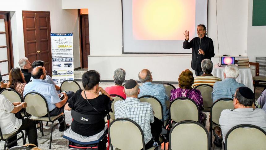 Aspecto de la charla que tuvo lugar el jueves en el colegio Hebreo Unión.
