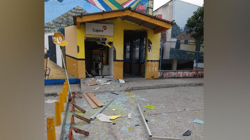 Explosivo destruye cajero al lado de la Iglesia en Morroa, Sucre